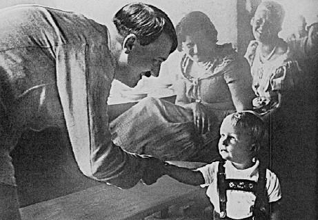 Как Адольф Гитлер за один день превратился в «наглого ... вероломство
