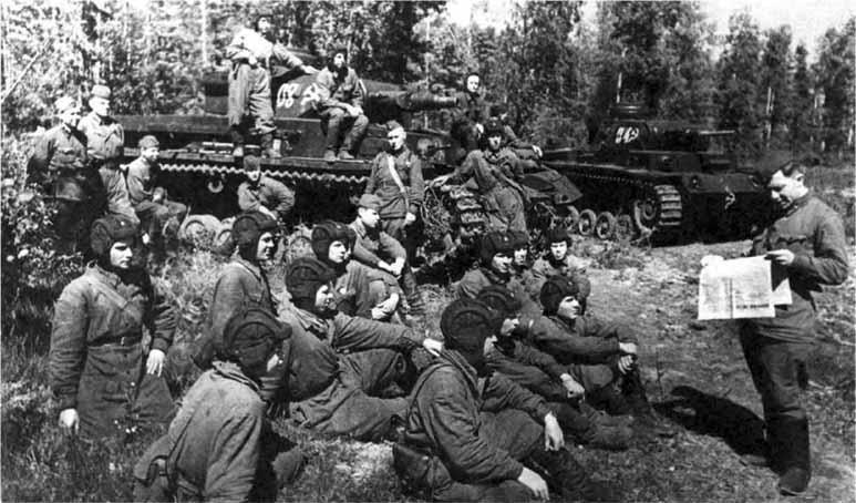 http://www.plam.ru/transportavi/trofeinye_tanki_krasnoi_armii_na_tigrah_na_berlin/i_041.jpg